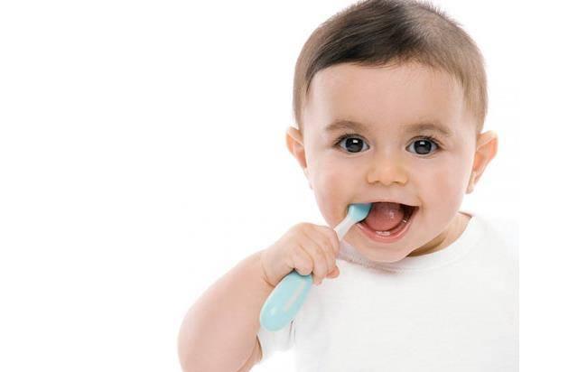 βουρτσισμα δοντιων μωρων - βουρτσισμα δοντιων - οδοντιατρειο πειραια - klironomou - dentist - οδοντιατρος πειραια - Κληρονόμου Ιωάννα
